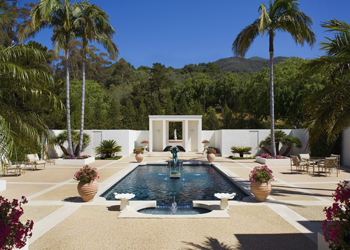 Photo of an terrace with a big pool in a tropic area