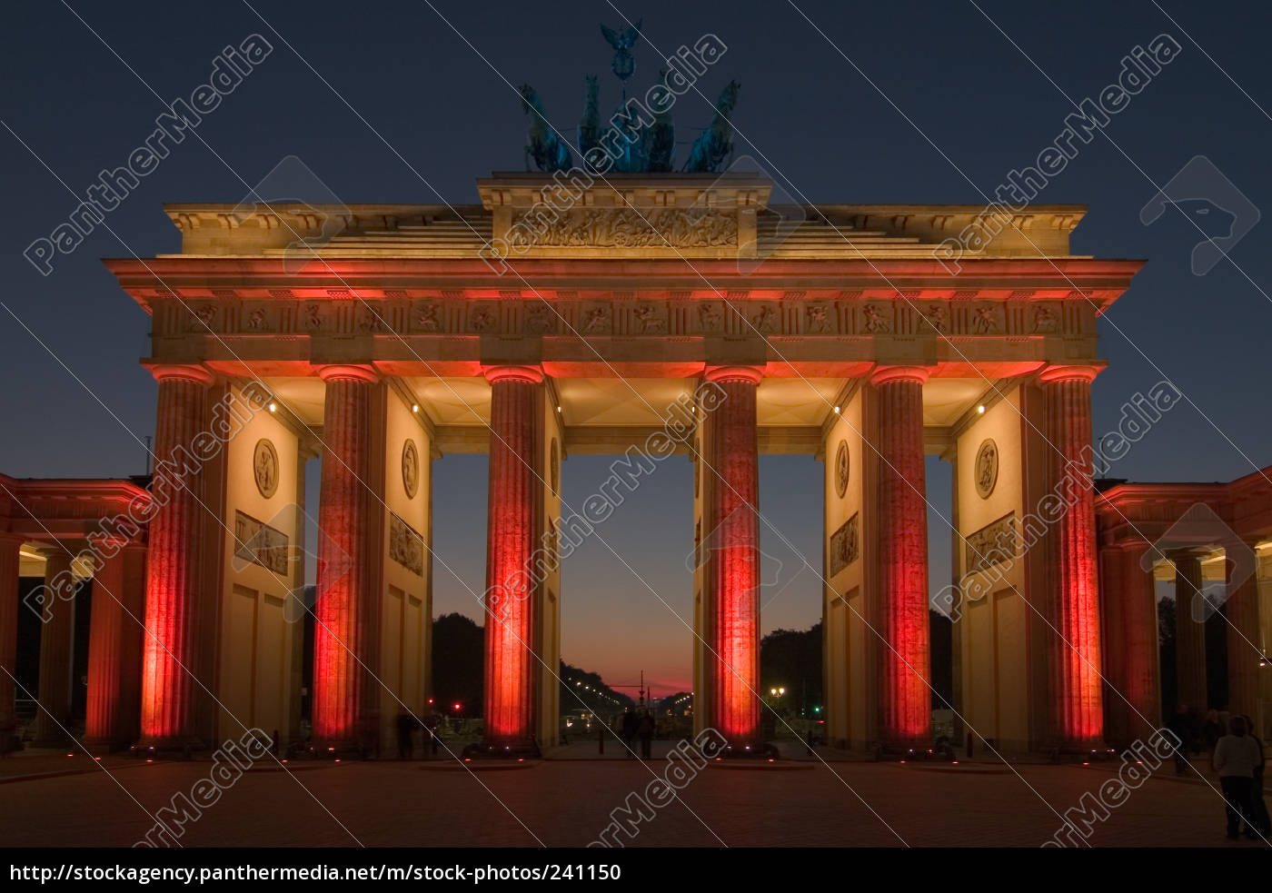 brandenburg, gate, in, the, red, light - 241150