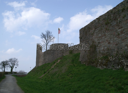 blue wall ruin escape restores bannerette