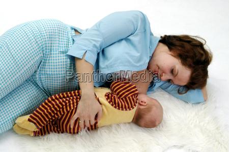 sleeping and breastfeeding