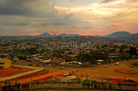 tarde abendrot capital ver suelo yaounde
