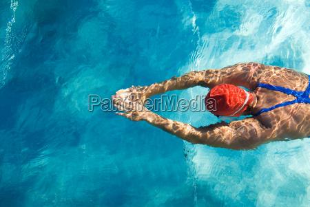 atleta durante o mergulho