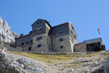 mountain lodge hut meilerhuette alpenvereinshuette wetterstein