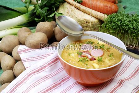tazon de sopa y sopa de