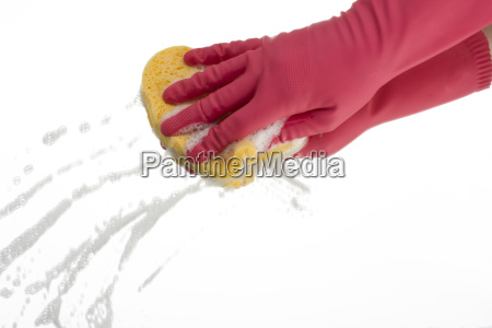 rosa handschuh beim reinigen