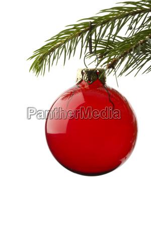 christbaumkugel an fichtenzweig