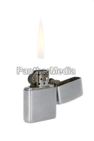 feuerzeug mit flamme