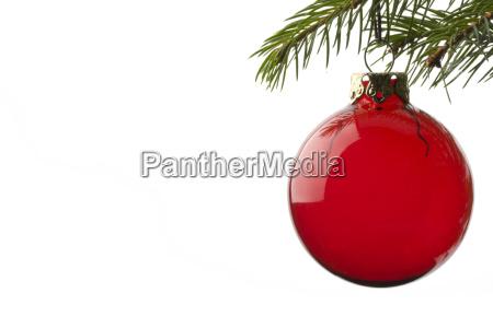kugel am weihnachtsbaum haengend