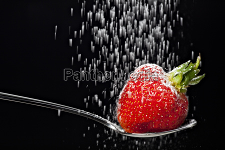icing, sugar, falling, on, a, strawberry - 2092411