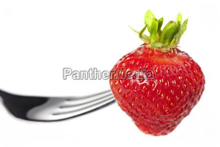 einzigen erdbeere auf einer gabel