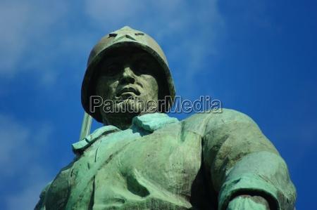 soldier in the soviet memorial