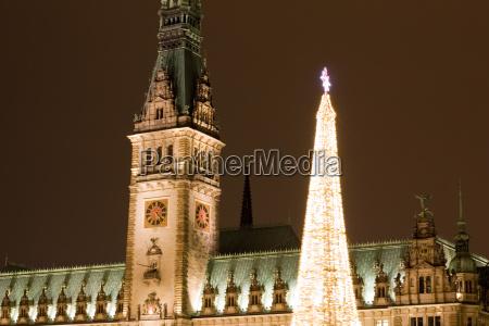 weihnachtlicher rathausturm