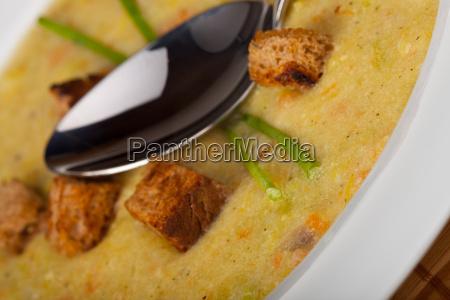 kartoffelsuppe mit croutons