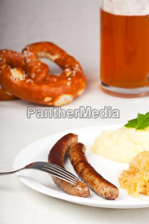 bratwurst senf und sauerkraut