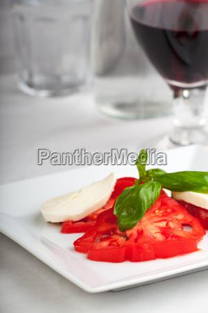 tomaten mozzarella basilikumwein