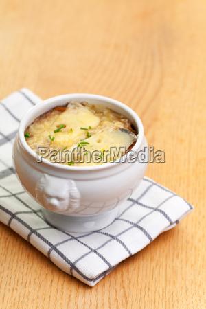 zwiebelsuppe mit kaese