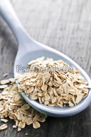 spoon of uncooked rolled oats