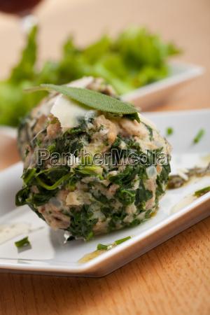 strangolapreti ein italienischer knoedel mit spinat