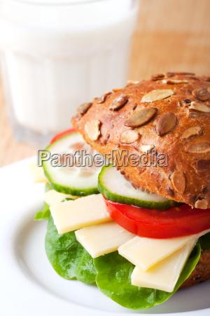 nahaufnahme eines kaese sandwich