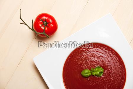 tomatensuppe und tomate