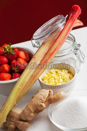 inhaltsstoffe von rhabarber und erdbeer marmelade