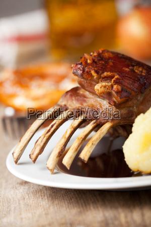 spanferkelbraten mit kartoffelknoedel