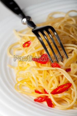 spaghetti alio olio und eine gabel