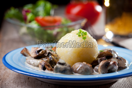 potato, dumplings, with, mushroom, sauce, bavarian - 6008055
