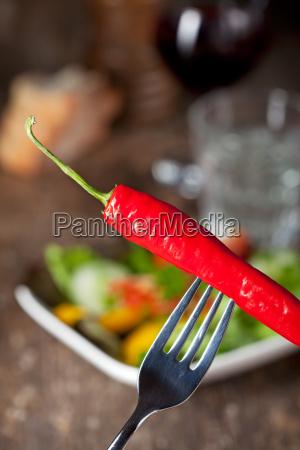 chili auf einer gabel