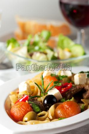 nudeln mit tomaten und oliven