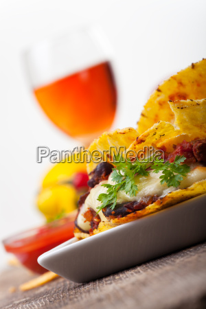 taco mit chili con carne in