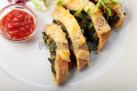 spinat omelett in scheiben