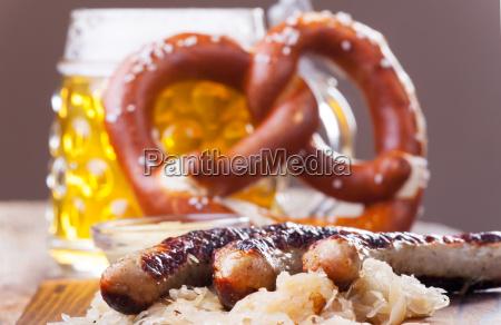 bratwuerstchen mit sauerkraut