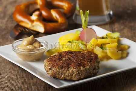 bayerische fleischpflanzerl mythos kartoffelsalat