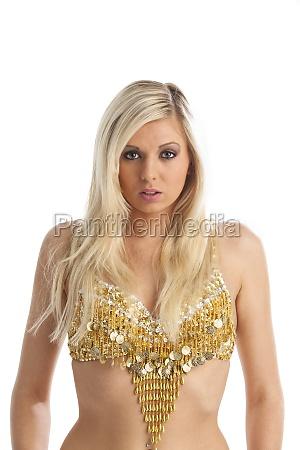 blonde frau in einem goldtop
