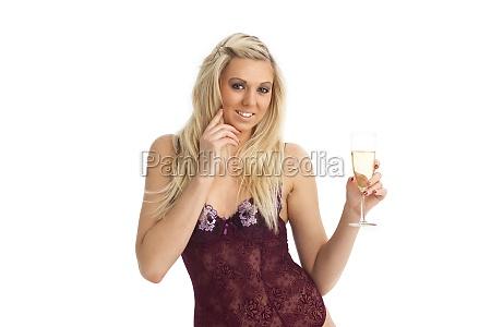 blonde frau in unterwaesche mit champagner