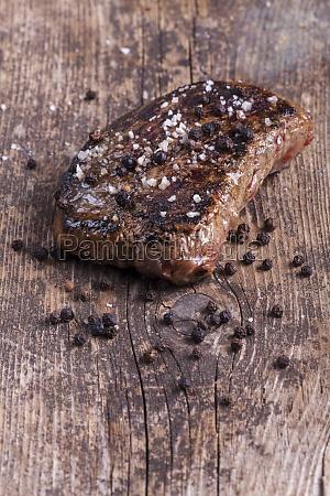 steak vom grill mit pfeffer und
