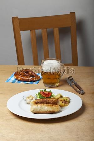 bayerische wollwuerstchen mit senf