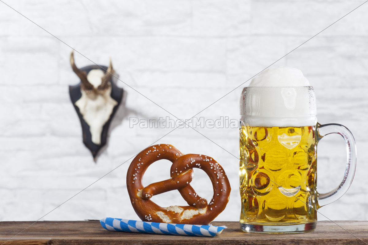 bayerische, mass, and, a, pretzel - 12125648