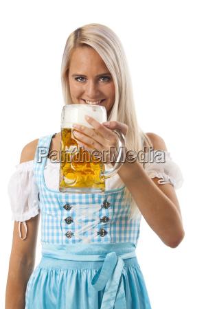 dirndlfrau mit bier