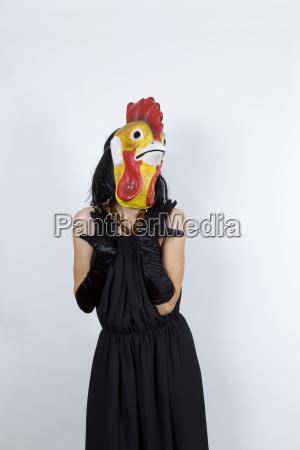 mujer anonimo vestido de noche mascara