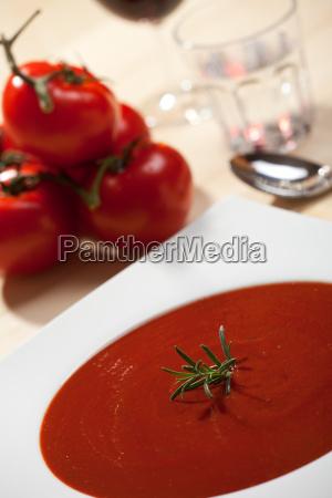 closeup von frischer tomatensuppe