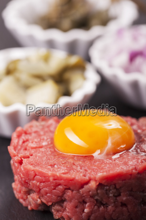 steak tartar mit dekoration