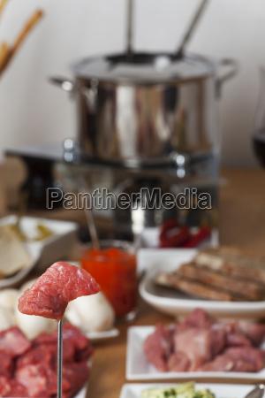 closeup eines fondue sets