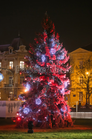 red christmas tree in zagreb