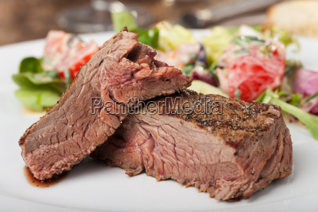 steak auf einem teller