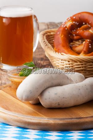 bayerische weisswurst mit brezel