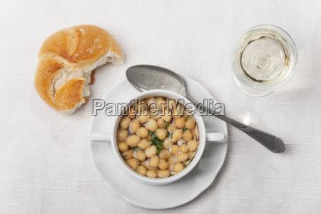 frische suppe mit backerbsen