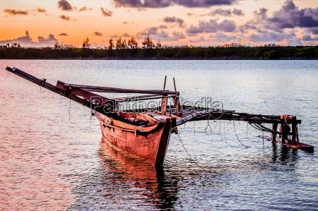 barco tags pedalinho canoa barco a