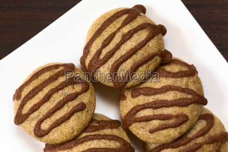 gingerbread cookies with cinnamon glaze